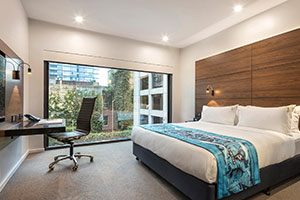Melbourne Accommodation King Poolside Guestroom